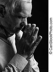 Sênior, homem, orando, pretas, e, branca, imagem,...
