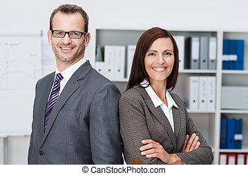 sonriente, profesional, empresa / negocio, hombre, mujer