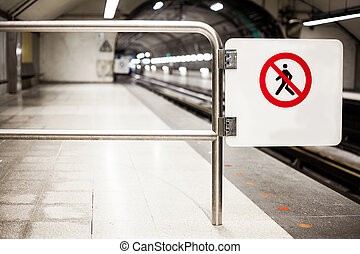 Safety Interdiction Sign Do not Cross on a Subway Platform -...