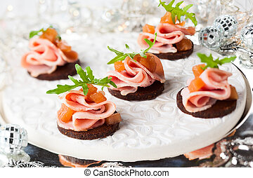Holiday appetizer - Slices of bread with ham and pear...