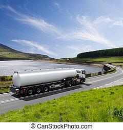 Un, grande, combustible, petrolero, camión