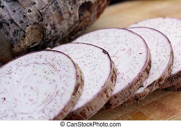 Taro - Fresh taro on the wood