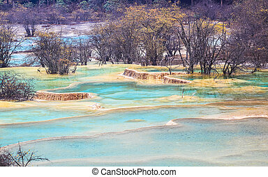 blue travertine ponds in huanglong - blue travertine ponds...