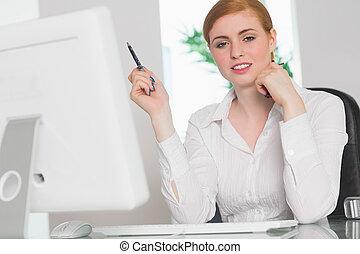 trabajando, ella, mujer de negocios, escritorio, pluma,...