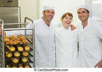 tres, joven, panaderos, Posar, juntos