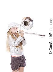 joven, niña, gorra, juego, trombón