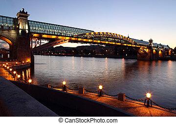 Andreyevsky (Pushkinsky) Bridge (left side) across Moskva...
