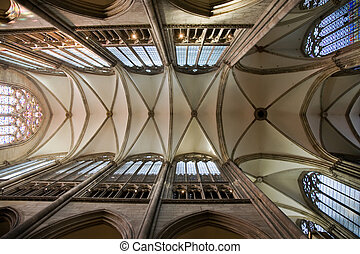 Dome vault of gothic Dom in Cologne - Dome vault with nave...