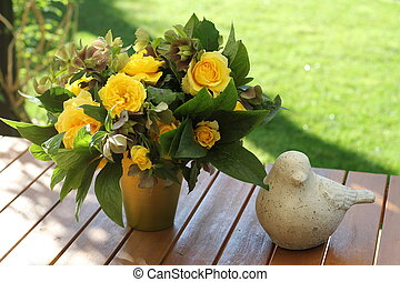 yellow bouquet - A roses bouquet, with yellow flowers, with...