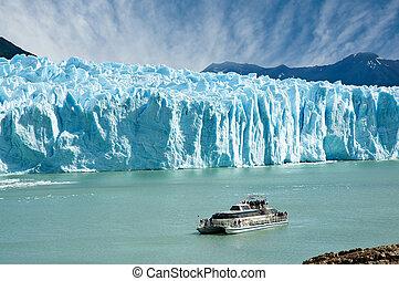 Boat sailing near Perito Moreno glacier, in Patagonia. -...