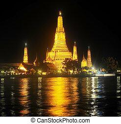 Wat Arun Temple, Bangkok - Night view of Wat Arun Temple,...