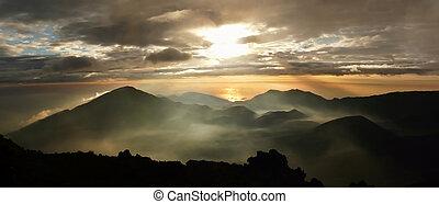 misterioso, salida del sol, encima, Haleakala, cráter