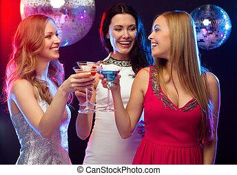 três, sorrindo, mulheres, Coquetéis, discoteca,...