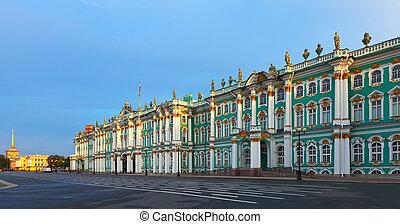 Winter Palace in Saint Petersburg - View of St Petersburg...