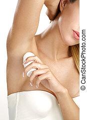 hermoso, mujer, Ser aplicable, rollo, desodorante