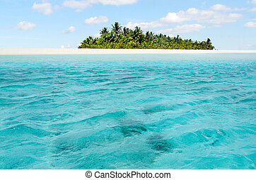 Landscape of Honeymoon island in Aitutaki Lagoon Cook...
