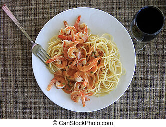 Spaghetti with shrimp and red souse