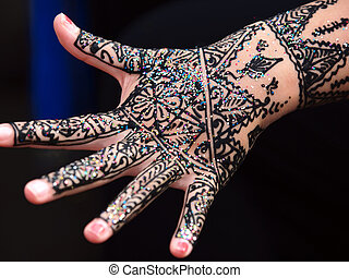 hand paint with henna
