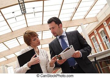 hombre, mujer, empresa / negocio, charla