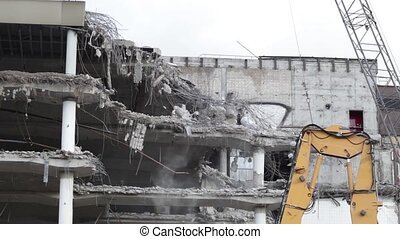 Demolition of an office building - time lapse