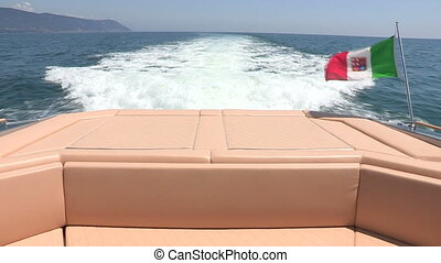 Sofa on running maxi rib, with view of the wash wake