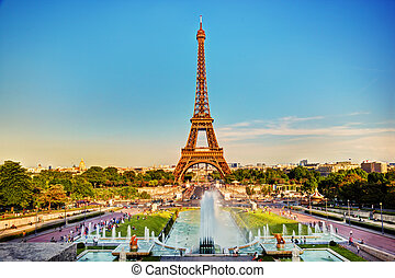 Eiffel Tower and fountain, Paris, France - Eiffel Tower seen...