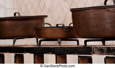 Pot of different sizes set of brown pots - Pot of different...