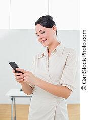 schauen, Geschäftsfrau,  cellphone