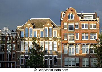 Amsterdam houses - Facades of traditional merchant houses in...