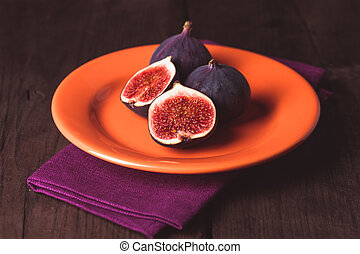 Purple figs - Slice of purple figs on a plate and napkin...
