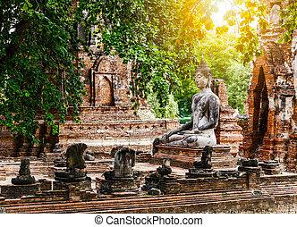 Broken buddha at Ayuttaya