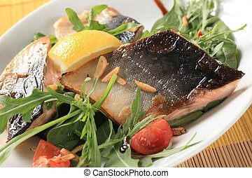 Fish fillets with salad greens and chopped almonds - Fish...