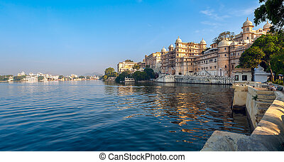Lake Pichola and City Palace in Udaipur. India. - Lake...