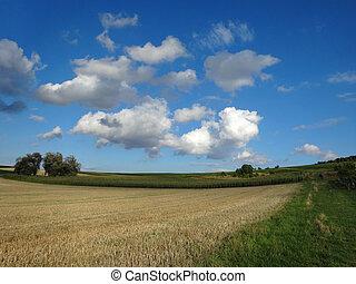 Landschaft - Herbstlandschaft, blauer Himmel mit Wolken