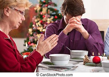 Prayer before christmas dinner