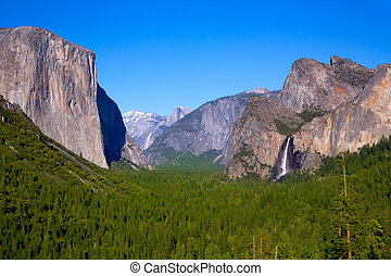 Yosemite el Capitan and Half Dome in California National...