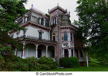 Abandoned Victorian house - Victorian house left abandoned...