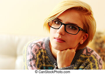 closeup, Retrato, jovem, loiro, mulher, ÓCULOS
