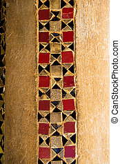 Column finely decorated with geometric pattern