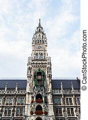 Munchen New Town Hall  Marienplatz