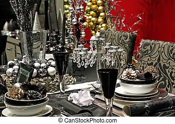 Black tableware - Dark Christmas table in black and silver