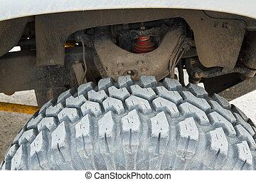 Tire four-wheel drive.