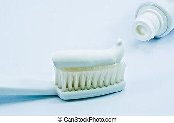 pasta dentífrica, cepillo de dientes