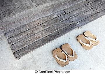 madeira, sandálias, japoneses