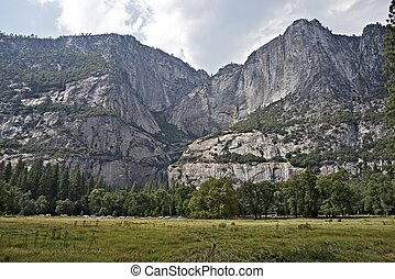 Sierra Nevada Mountains - Yosemite Landscape California...