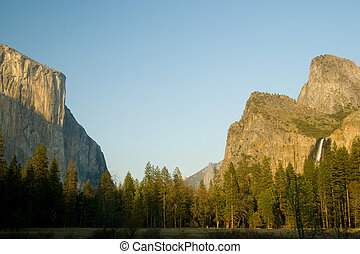 Valley View - Great view of the Yosemite Valley showing El...