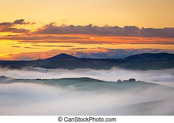 Farmhouse near in Val dOrcia at foggy dawn, Tuscany, Italy