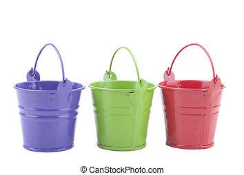 três, baldes, diferente, cores, isolado, branca, fundo
