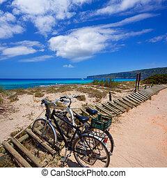 Es calo Escalo de san Agustin Beach in Formentera - Es calo...