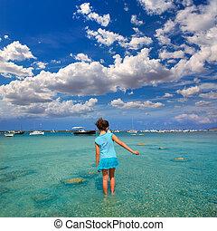 Kid girl walking at Formetera in Estany des Peix - Kid girl...